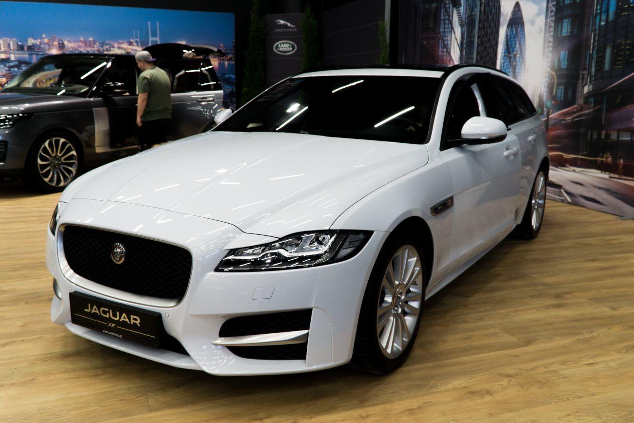 inside the 2019 jaguar xf